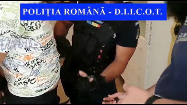 Suspecți reținuți la Bârlad pentru trafic de droguri! Aveau 85 de pastile ecstasy asupra lor! (FOTO, VIDEO)
