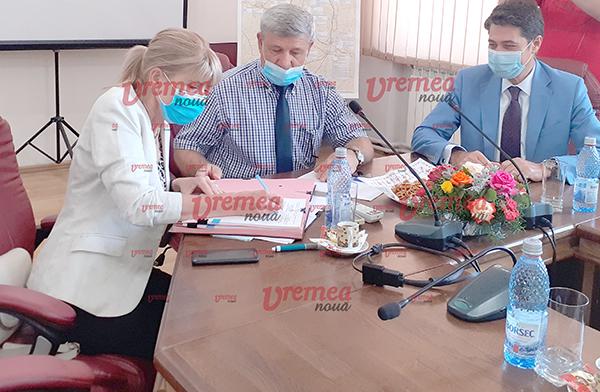 Rãzboi pe fatã între PNL Bârlad si deputatul Daniel Olteanu
