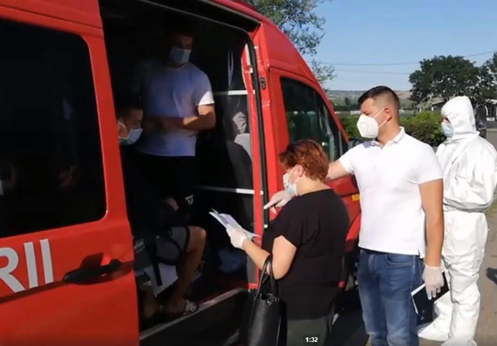 Fiii petrecăreți suspecți de COVID s-au întors acasă cu izoleta