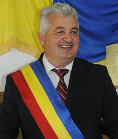 Anchetă electorală la Drânceni: criticii lui Gelu Pecheanu îl acuză că a luat toaca de la Biserică și a dus-o acasă! (VIDEO)